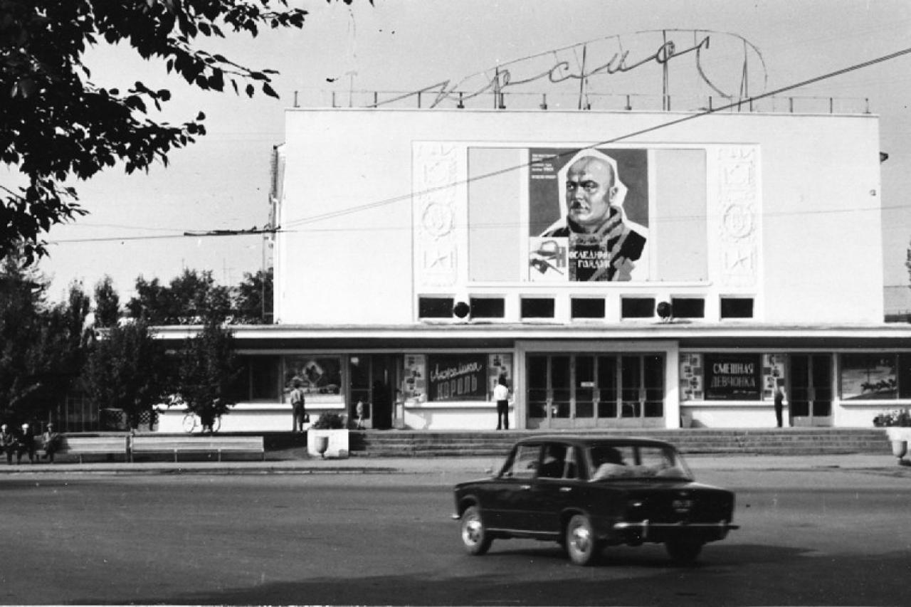 В киноконцертном театре космос